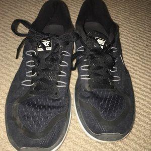 black nike flex runs